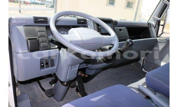 Acheter Importé Voiture Mitsubishi Carisma Blanc à Import - Dubai, Grande Comore