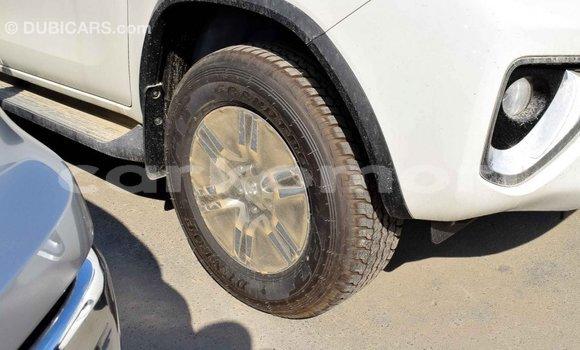 Acheter Importé Voiture Toyota Fortuner Blanc à Import - Dubai, Grande Comore