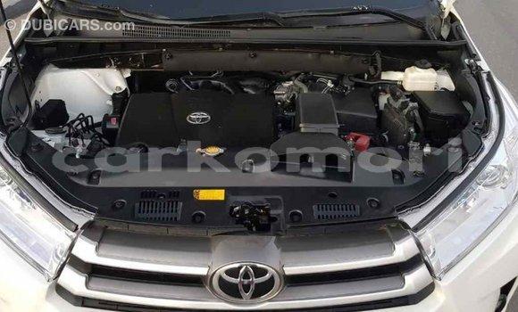 Acheter Importé Voiture Toyota Highlander Blanc à Import - Dubai, Grande Comore