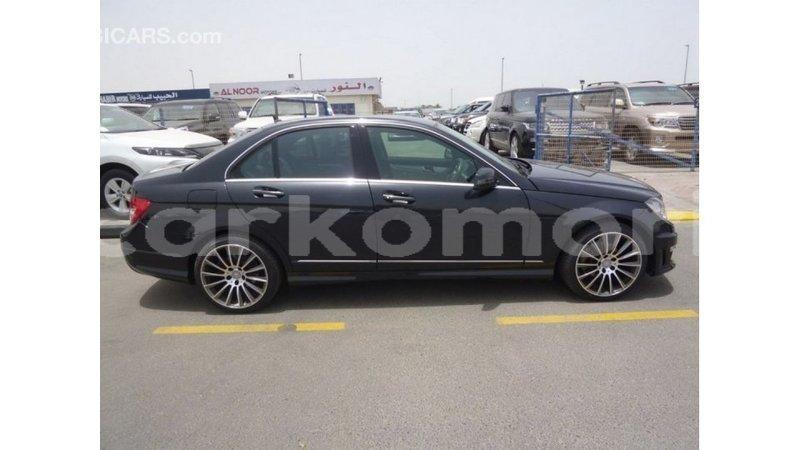 Big with watermark mercedes benz 190 great comore import dubai 2579