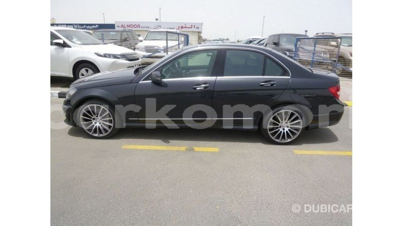 Big with watermark mercedes benz 190 grande comore import dubai 2579