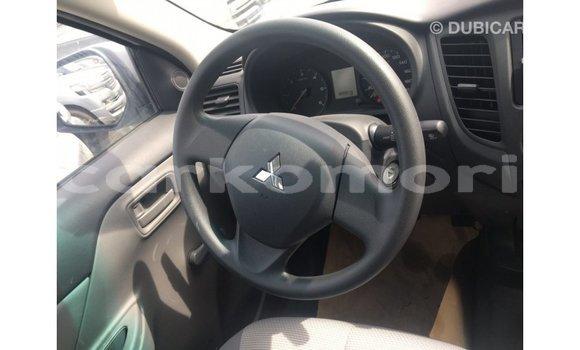 Acheter Importé Voiture Mitsubishi L200 Blanc à Import - Dubai, Grande Comore