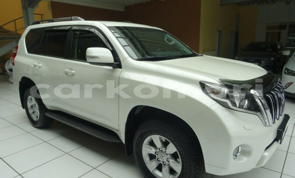 Buy Used Toyota Land Cruiser White Car in Moroni in Great Comore