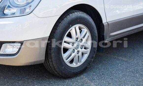 Acheter Importé Voiture Hyundai Accent Blanc à Import - Dubai, Grande Comore