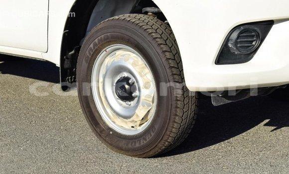 Acheter Importé Voiture Toyota Hilux Blanc à Import - Dubai, Grande Comore