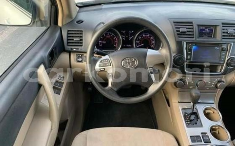Big with watermark toyota highlander grande comore import dubai 3760