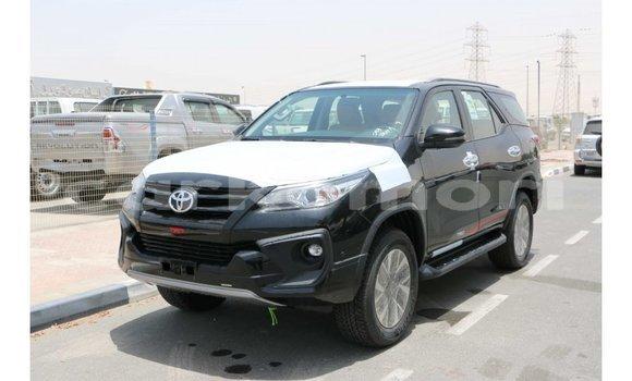 Acheter Importé Voiture Toyota Fortuner Noir à Import - Dubai, Grande Comore