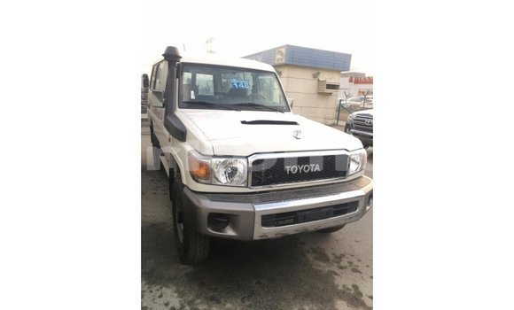 Buy Import Toyota Land Cruiser White Car in Import - Dubai in Great Comore